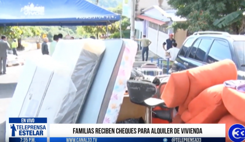 Familias reciben cheques para alquiler de vivienda