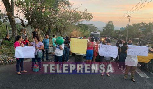 Diversas protestas por falta de agua en carretera al Puerto de La Libertad y calle a Mariona